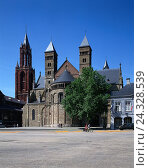 Купить «The Netherlands, castle Lim, Maastricht, St. Servatius church, St. John's church, town, town view, buildings, structure, architecture, architecture, churches, church, St. Servaaskerk, St. Janskerk», фото № 24328539, снято 17 августа 2018 г. (c) mauritius images / Фотобанк Лори