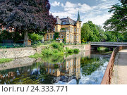 Купить «Stadtvilla on the river, Ilmenau, Hanseatic town, Luneburg, Lower Saxony, Germany,», фото № 24333771, снято 24 июня 2015 г. (c) mauritius images / Фотобанк Лори