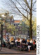 Купить «Prinsengracht corner Prinsenstraat, people in the street café, Amsterdam, Holland, Netherlands», фото № 24334235, снято 23 июля 2018 г. (c) mauritius images / Фотобанк Лори