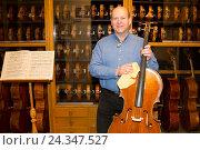 Купить «Violin making Winterling: Occupational report with violin making champion Eduard Schwen,», фото № 24347527, снято 3 декабря 2015 г. (c) mauritius images / Фотобанк Лори