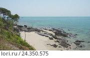 Купить «Landscape with rock coast and sea, Thailand, 4k», видеоролик № 24350575, снято 24 ноября 2016 г. (c) Михаил Коханчиков / Фотобанк Лори