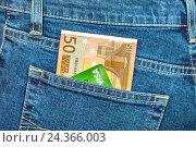 Banknote 50 euro and credit card Visa in back jeans pocket, фото № 24366003, снято 6 декабря 2016 г. (c) FotograFF / Фотобанк Лори