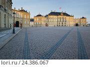 Купить «Amalienborg Palace, Copenhagen, Denmark», фото № 24386067, снято 18 августа 2018 г. (c) mauritius images / Фотобанк Лори