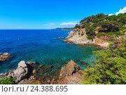 Купить «Summer sea rocky coast view (Spain).», фото № 24388695, снято 31 мая 2016 г. (c) Юрий Брыкайло / Фотобанк Лори