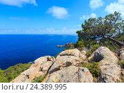 Купить «Summer sea rocky coast view (Spain).», фото № 24389995, снято 1 июня 2016 г. (c) Юрий Брыкайло / Фотобанк Лори