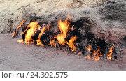 Купить «Янардаг (азерб. Yanar Dağ, горящая гора) - природный вечный огонь, горящий с древнейших времён на склоне холма. Азербайджан», видеоролик № 24392575, снято 21 ноября 2018 г. (c) Евгений Ткачёв / Фотобанк Лори