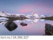 Купить «Alps, Switzerland, Zermatt, Matterhorn, Stellisee (lake), Pennine Alps, mountain lake,», фото № 24396327, снято 14 декабря 2018 г. (c) mauritius images / Фотобанк Лори