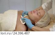 Купить «Young girl on cosmetic procedure», видеоролик № 24396487, снято 22 октября 2018 г. (c) Raev Denis / Фотобанк Лори