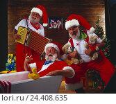 Купить «Santas, concertina, sing Santa Claus, Santas, Santa, mood, music, melted, make music, carols, happy, presents, teddy bears, Christmas, studio», фото № 24408635, снято 18 августа 2018 г. (c) mauritius images / Фотобанк Лори