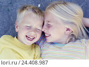 "Купить «Boy, girl, lie, laugh, happy, detail, 6 - 8 years, children, siblings, brother, sister, childhood, course, happy, friends, ""the first love"", sandbox love...», фото № 24408987, снято 28 августа 2003 г. (c) mauritius images / Фотобанк Лори"