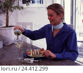 Купить «Woman, asparagus, roll ham, white wine, pour out, dining table, wineglass, wine Bottle, vegetables, ham, wine, pour in, eat, corkscrew, nutrition, healthy», фото № 24412299, снято 27 июля 2001 г. (c) mauritius images / Фотобанк Лори