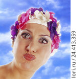 Купить «Woman, bathing cap, facial play, grimace, portrait, women, the 60s, fashion, fashion style, bathing cap, headgear, fun, joke, snort, studio, cloudy sky,», фото № 24413359, снято 28 сентября 2000 г. (c) mauritius images / Фотобанк Лори