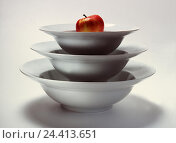 Купить «Dishes, bowls, know, sizes, differently, batch, apple dinner set, household, cuisine, bowl, vessel, into each other, studio, cut out», фото № 24413651, снято 30 июля 2001 г. (c) mauritius images / Фотобанк Лори