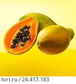 Купить «Papayas, completely, halves, fruits, fruit, papaya, Carica papaya, tree melons, papaya fruits, berry, half, cut open, halves, flesh, cores, semens, vitamins...», фото № 24417183, снято 17 августа 2018 г. (c) mauritius images / Фотобанк Лори