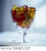 Купить «Glass, little elastic bear, Still life, product photography, sweet, sweets, candy, fruit rubber, nutrition, sweetly, unhealthily, rich in calorie, calories», фото № 24421127, снято 23 января 2002 г. (c) mauritius images / Фотобанк Лори