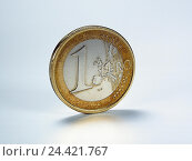 Купить «Money, euro, 1 euro, Still life, product photography, cut out, studio, economy, currency, currency unit, single currency, the EU, Europe, means payment, coin, heads, euro coin, euro coins», фото № 24421767, снято 7 февраля 2002 г. (c) mauritius images / Фотобанк Лори