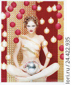 Купить «Woman, nude, Christmas sphere, reflector sphere, seriously act, women's act, Christmas tree decorations, trimmings, sphere, disco sphere, cross legged...», фото № 24422935, снято 12 июня 2002 г. (c) mauritius images / Фотобанк Лори