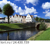 Купить «Germany, Schleswig - Holstein, Friedrich's town, terrace, canal, bridge, Europe, north frieze country, Eiderstedt, town view, houses, gabled houses, architectural...», фото № 24430159, снято 2 января 2006 г. (c) mauritius images / Фотобанк Лори