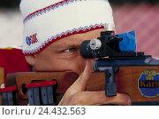 Купить «Biathlete, shoot, detail, biathlon, going cross-country skiing, playing skat, sport, man, sportsman, cross-country skier, skater, winter sports, ski event...», фото № 24432563, снято 20 марта 2003 г. (c) mauritius images / Фотобанк Лори