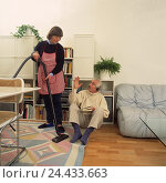 Купить «Couple, sitting room, woman, housework, hoovering, man, Kopfhör, book, gesture, ignorance household, man, woman, conflict, fight, assistance, rejection, ignore, recklessness, pasha, thoughtlessly», фото № 24433663, снято 20 сентября 2018 г. (c) mauritius images / Фотобанк Лори