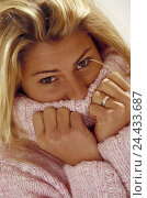 Купить «Woman, young, blond, knitted pullovers, gesture, portrait, 25 years, knitted pullovers, cord sweater, pink, pale pink, long-haired, warm, cold, protection...», фото № 24433687, снято 4 февраля 2003 г. (c) mauritius images / Фотобанк Лори