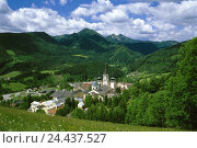 Купить «Austria, Styria, Mariazell, place pilgrimage, local overview, Europe, place, place, overview, scenery, Idyll, woods, mountain landscape, rich in wood,», фото № 24437527, снято 4 октября 2005 г. (c) mauritius images / Фотобанк Лори