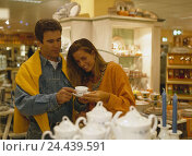 Купить «Department store, couple, young, dishes, purchasing, choice, happy, shopping tour, make purchases, porcelain, household effects, select, man, woman», фото № 24439591, снято 17 августа 2018 г. (c) mauritius images / Фотобанк Лори