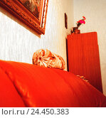 Купить «Living rooms, sofa, detail   Couch, red, bolster, neck pillows, picture, picture frames, closet, coziness, straight, conservative, antiquated, old, quietly life», фото № 24450383, снято 16 сентября 2019 г. (c) mauritius images / Фотобанк Лори