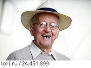 Купить «Senior, laugh, glasses, care, portrait, man, pensioner, man's portrait, grandpa, friendliness, in a good mood, fun, cheerfulness, happy, wearer glasses, visual help, headgear», фото № 24451899, снято 21 февраля 2006 г. (c) mauritius images / Фотобанк Лори