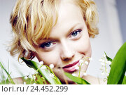 Купить «Woman, young, smile, lilies the valley, portrait, spring, spring flowers, spring messengers, flowers, spring awakening, spring feelings, teenagers, young persons, smile, studio, women's portrait», фото № 24452299, снято 14 октября 2003 г. (c) mauritius images / Фотобанк Лори
