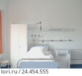 Купить «Clinic, ward, bed, blank, cupboard, bedside table Ti7, hospital, room, sickbed, drip stand, maneuver, disease, health, public health, medicine, empty, setup», фото № 24454555, снято 27 ноября 2003 г. (c) mauritius images / Фотобанк Лори