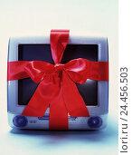 Купить «iMac, loop computers, PC, Macintosh, i-Mac, present, give, give away, wrapping tape, gift loop, silk loop, product photography, studio, Still life», фото № 24456503, снято 14 мая 2001 г. (c) mauritius images / Фотобанк Лори