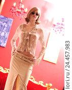 Купить «Woman, blond, sunglasses, self-confidently, young, confidently, self-assurance, purposefully, arrogance, arrogance, assurance, chilly, arrogance, pride, seriously, sexy, bellybutton, Piercing, fashion», фото № 24457983, снято 14 июня 2002 г. (c) mauritius images / Фотобанк Лори