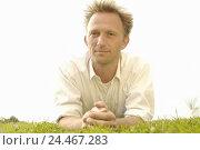Купить «Meadow, man, abdominal position, smile, portrait, man's portrait, 30-40 years, contently, satisfaction, recreation, rest, take it easy, enjoy lifestyle, summer, outside», фото № 24467283, снято 22 декабря 2005 г. (c) mauritius images / Фотобанк Лори