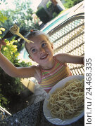 Купить «Terrace, girl, spaghetti, eat, detail, child, food, dish, noodles, pasta dish, hunger, hungry, food, eat, nutrition, carbohydrate, favorite dish, favourite...», фото № 24468335, снято 21 октября 2002 г. (c) mauritius images / Фотобанк Лори