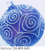 Купить «Christmas tree sphere, Still life, product photography, Christmas, yule tide, Christmas sphere, Christmas tree decorations, tree jewellery, blue, patterned...», фото № 24469643, снято 13 ноября 2002 г. (c) mauritius images / Фотобанк Лори