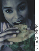 Купить «Woman, young, sandwich, eat, detail, model released, dark-haired, exotic, hunger, nutrition, food, eat, bites off, bite, intermeal, enjoy, baguette, bread roll, books, snack, snack, very close», фото № 24469791, снято 6 ноября 2002 г. (c) mauritius images / Фотобанк Лори