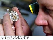 Купить «Watchmakers, view loupe, clockwork, tread, curled, man, 40-50 years, occupation, craft, craft occupation, skill, skill, precision, clock, defective, broken...», фото № 24470419, снято 5 января 2006 г. (c) mauritius images / Фотобанк Лори