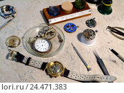 Купить «Watchmaker's garage, work surface, clocks, auseinandergebaut, tools, occupation, craft, craft occupation, skill, skill, precision, clock, wristwatch, pocket...», фото № 24471383, снято 5 января 2006 г. (c) mauritius images / Фотобанк Лори