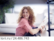 Купить «Sitting rooms, floor, woman, young, paperback, view shoulder, side view, redheads, red-haired, long-haired, curls, naturalness, course, nicely, leisure...», фото № 24486743, снято 20 февраля 2006 г. (c) mauritius images / Фотобанк Лори