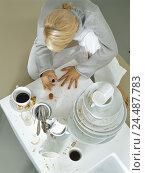 Купить «Table, dishes, dirtily, woman, young, fingernails varnish, from above, single, 24 years, leisure time, lifestyle, beauty, vanity, cosmetics, manicure,...», фото № 24487783, снято 22 сентября 2005 г. (c) mauritius images / Фотобанк Лори
