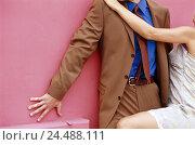 Купить «Woman, man, seduction, attempt, uneasiness, detail, adults, businessman, suit, wall, pink, lean, step back, sexual harassment, woman, minidress, knee begin...», фото № 24488111, снято 11 февраля 2004 г. (c) mauritius images / Фотобанк Лори