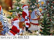 Купить «Christmas decoration, Santas, Christmas trees, Christmas, for Christmas, yule tide, Deko, decoration, adornment, Aufsteller, figures, product photography, Still life», фото № 24488523, снято 9 января 2006 г. (c) mauritius images / Фотобанк Лори
