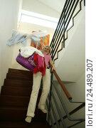 Купить «Stairwell, woman, strumpfsockig, laundry basket, carry, gesture, balance housewife, 32 years, shout, shout, startled, fright, slip, housework, household...», фото № 24489207, снято 14 августа 2018 г. (c) mauritius images / Фотобанк Лори