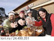 Купить «Skiing area, ski hut, Apres ski, women, concertina players, melted, raise the glass, detail, mountain restaurant, terrace, bar, restaurant, skiers, sportswomen...», фото № 24490351, снято 25 июня 2004 г. (c) mauritius images / Фотобанк Лори