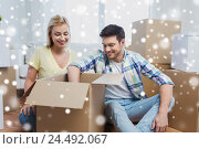 Купить «smiling couple with big boxes moving to new home», фото № 24492067, снято 25 февраля 2016 г. (c) Syda Productions / Фотобанк Лори
