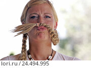 "Купить «Woman, young, blond, braids, ""mustache"",  Facial expression, grimace, fun, portrait,  joking braid, beard, liveliness, humor, practical joke youth freely, positive», фото № 24494995, снято 16 июля 2018 г. (c) mauritius images / Фотобанк Лори"