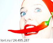 "Купить «Woman, chili pod, mouth,  Portrait, broached  Series, young, beautifully, 20-30 years, headgear, lips, red, chili, eats, teeth, keenly, ""hot"", intensifies...», фото № 24495287, снято 17 августа 2018 г. (c) mauritius images / Фотобанк Лори"