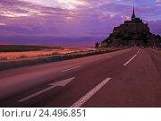 Купить «France, Normandy, coast, rock island, abbey hill, Le Mont-Saint-Michel, road, low tide, evening mood,», фото № 24496851, снято 20 июня 2018 г. (c) mauritius images / Фотобанк Лори