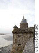 Купить «France, Normandy, Manche, Mont Saint-Michel, castle wall, polder, low tide, mudflat,», фото № 24497267, снято 20 июня 2018 г. (c) mauritius images / Фотобанк Лори